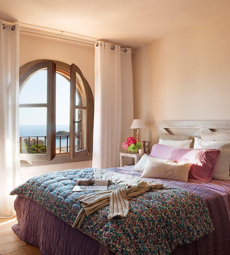 mirador en el dormitorio cama y mesilla de el taller del agua cortinas de yuteus