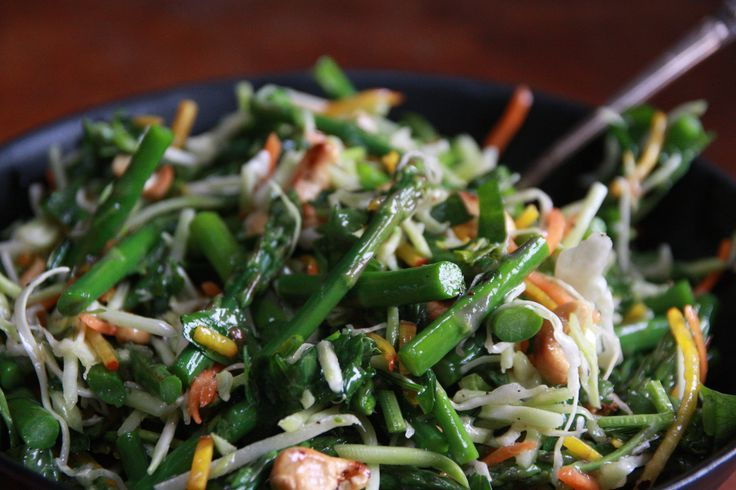 Thai Asparagus Slaw: chockfull of asparagus, cashews and amazing Thai flavours.  The perfect spring salad #Brunchweek