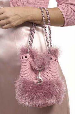 Crochetcetera e tal:♥ Que mulher não adora bolsas?