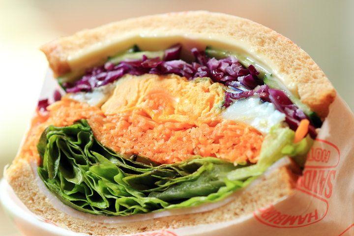 小さな名店「エリぱんサンドイッチ」と「米町マフィンズ」が合体して、鎌倉の大町にリニューアルオープンした「エリぱんサンドイッチ@米町マフィンズ」。パンもマフィンも楽しめるとっておきのカフェです。