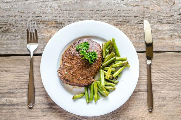 hovězí steak s fazolkami