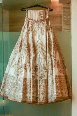 Sangeet Lehenga - White and Gold Foil Print Lehenga | WedMeGood | Off White Foil Print Gold Lehenga with Zari work and Gold Border | Find more Wedding Inspiration on wedmegood.com #wedmegood #white #zari #lehenga