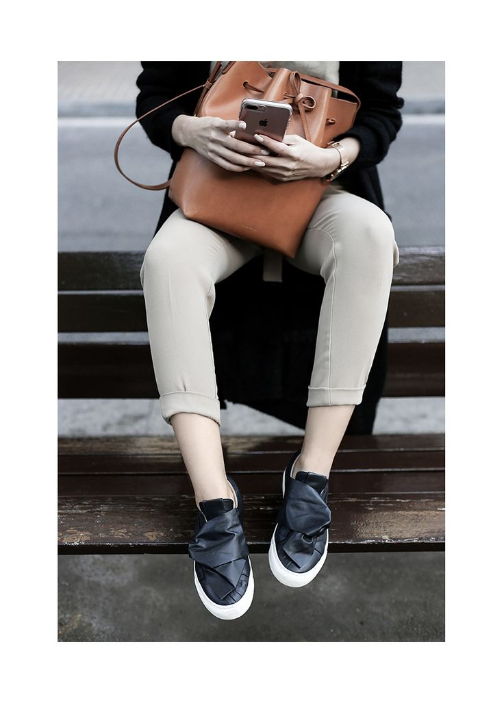 Enjoying the city with sneakers Josefinas Louise Blue Rise. #JosefinasPortugal