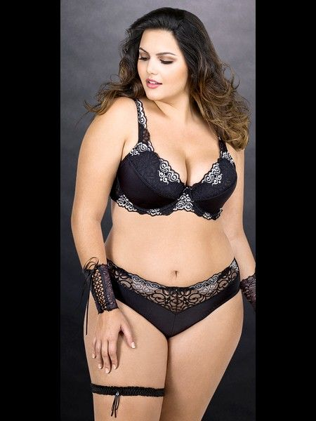 Clèo Lima Fernandes...all time fave photo of big girl/big girlie thighs queen.