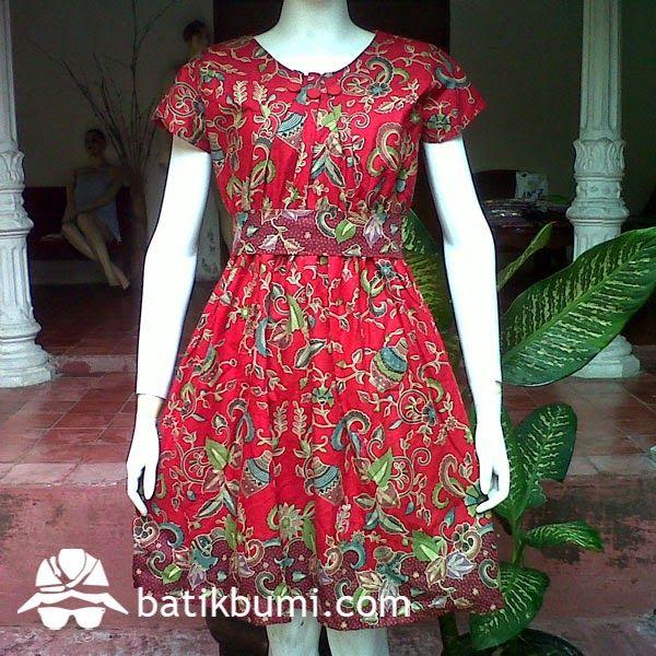 Dress Batik Ainun Gentong DB 026 Harga Rp 100.000,-  Dress batik dengan model kerah bulat kancing 1 belakang, kerut di pinggang sehingga bisa melar mengkerut sesuai badan, lengan pendek, sabuk dari kain, bisa dilepas. Ukuran Wanita : Allsize (Panjang 92 cm dan Lebar 50 cm)  Bahan Batik : Katun prima  Telp. 085 72811 9423 batik solo PIN BB: 3324021E batik solo Whatsapp : 0857 2811 9423