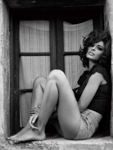 Sophia Loren ooozes everything about beauty in this shot!  Bryan Adams' Sophia Loren inspired photo shoot for Guess