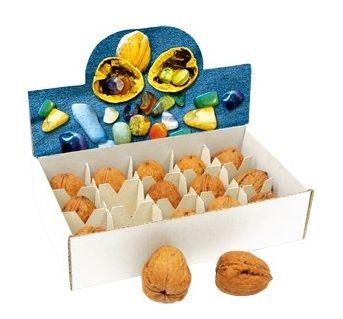 Deze holle noten hebben het in zich - in iedere walnoot zitten 1-2 gepolijste halfedelstenen! Een bijzonder mooi cadeau-idee, omdat deze holle noten over bijzondere spirituele krachten beschikken.  Ook zeer geschikt voor Sint en Kerst.