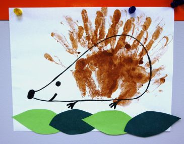 underground animals storytime.  hedgehog handprint craft