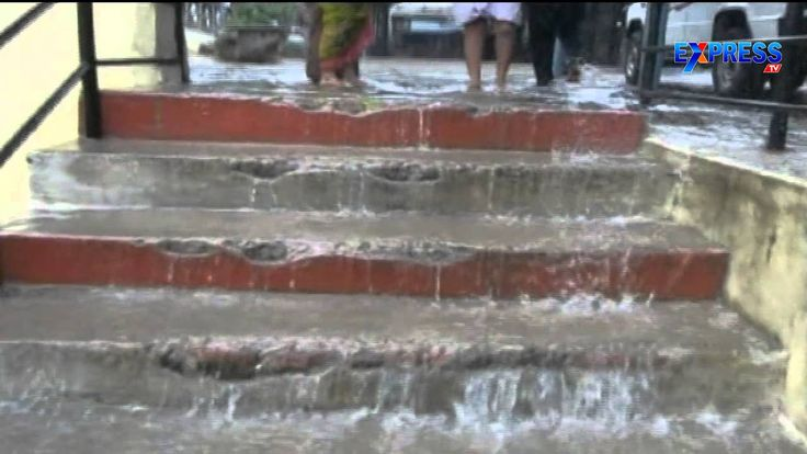 Rain water enter Into  Srikalahasti temple - Express TV