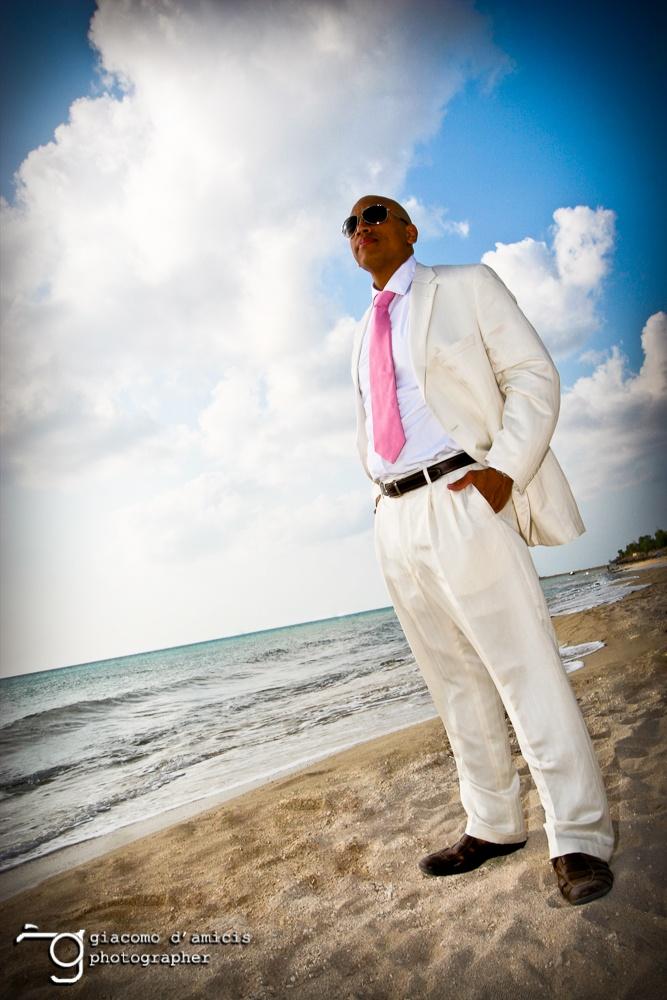 lo sposo in spiaggia
