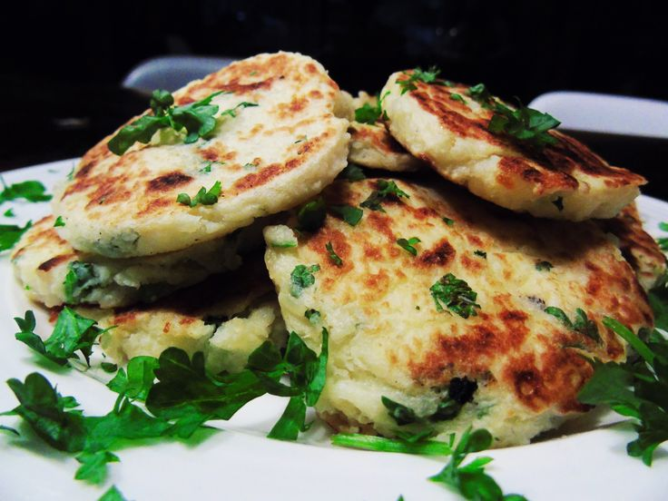 Perfect for lunch, dinner and even breakfast, these syn free potato cakes are simple, versatile and delicious! So far I've enjoyed them hot with dinner, and cold with breakfast, and they&#821…