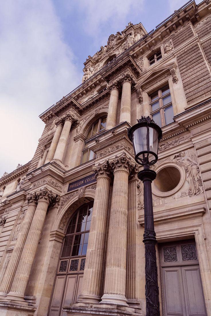 PARIS KURZTRIP TIPPS | DO´S & DON´TS FÜR 72 STUNDEN IN DER STADT DER LIEBE - Das Louvre gehört zu den wichtigsten Sehenswürdigkeit. Wer seine Karten zuvor online kauft, spart Zeit und Geld.