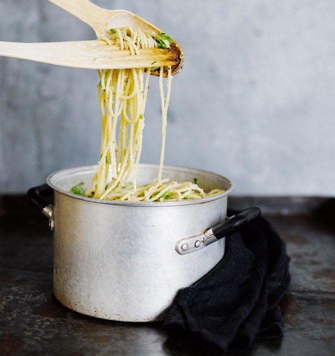 Pähkinä-päärynä-spagetti