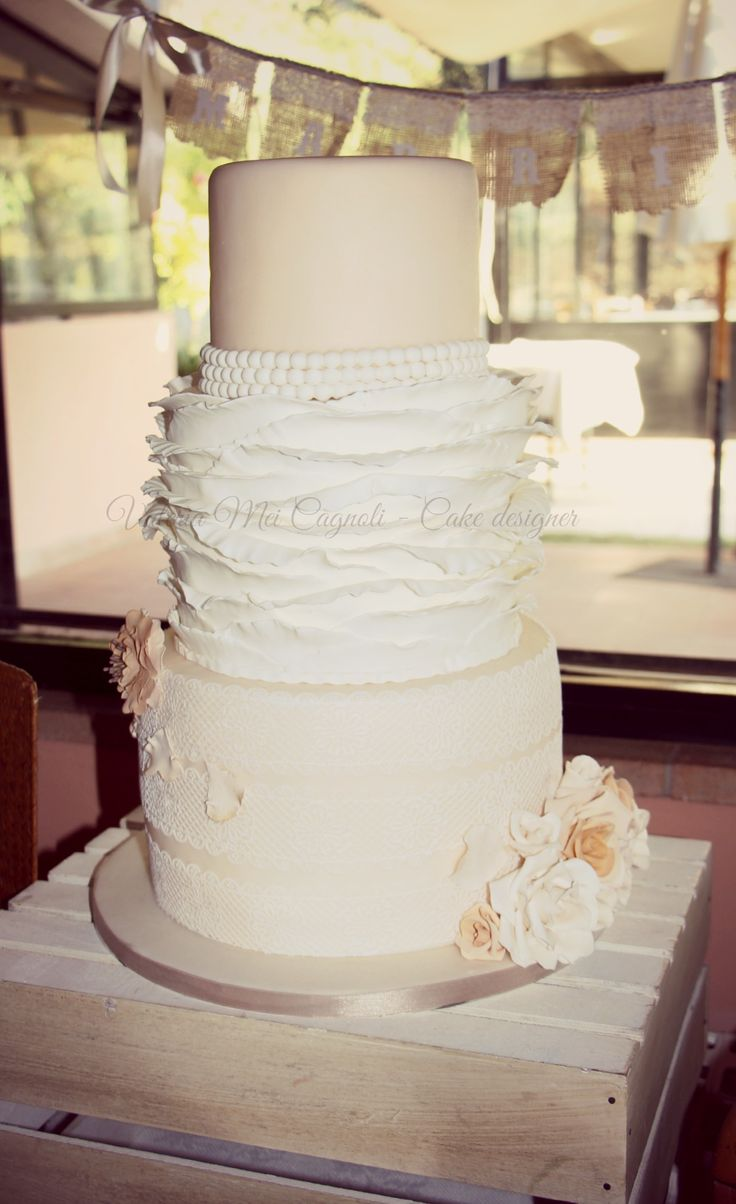 Shabby Chic wedding cake made by Valeria Mei Cagnoli - Cake designer
