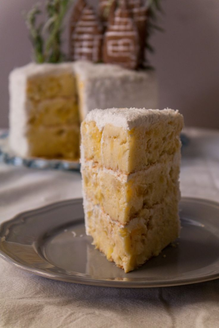 Coconut Pineapple Cake | Sweet Applepie blog #coconut #cake #dairy-free #pineapple
