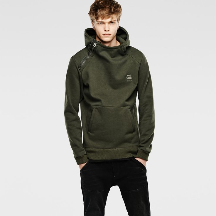 Hooded sweat with an angled zip closure. It features welted kangaroo pockets and the hood is lined.