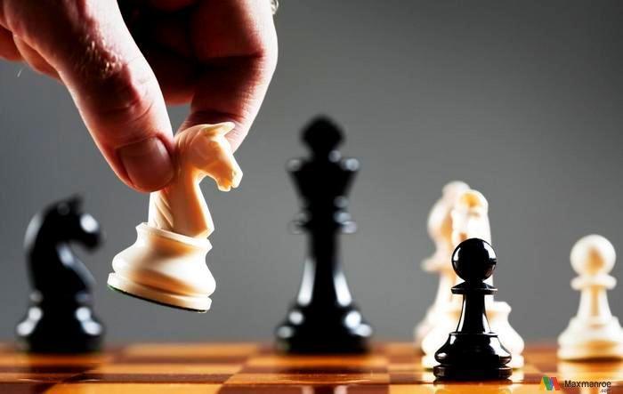 Pengertian Manajemen Strategiatau manajemen strategik secara umum adalahproses atau rangkaian aktivitas pengambilan keputusan yang sifatnya mendasar dan menyeluruh, disertai dengan penetapan cara pelaksanaannya, yang dibuat oleh pimpinan organisasi dan diimplementasikan oleh seluruh jajaran di dalam organisasi...