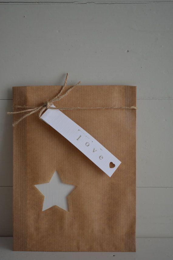 Kraft papieren zakjes met een klein ster venster set door SierGoed, €8.95