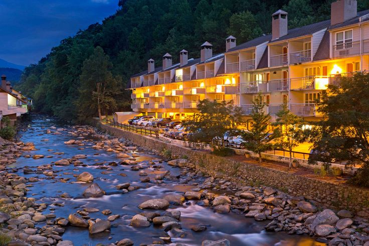 Exterior of Days Inn Gatlinburg On The River hotel in Gatlinburg, Tennessee