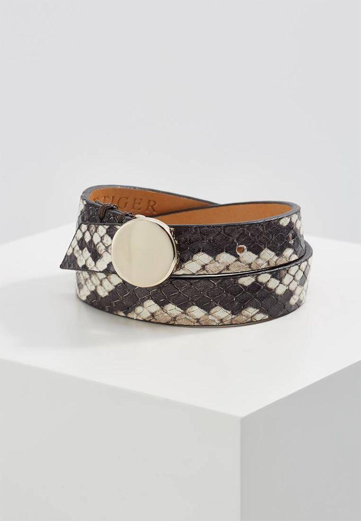 Tiger of Sweden. CATHELIN  - Bracelet - beige. Largeur de bracelet:1.3 cm en taille One Size. Matériau:métal,cuir. Fermeture:boucle ardillon. Motif / Couleur:imprimé animal. Longueur:34 cm en taille One Size