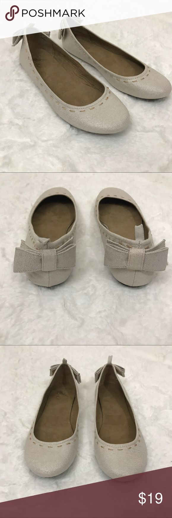 Gap flats cream bow Detail stitching Beautiful flats from gap . New . No stains or tears GAP Shoes Flats & Loafers