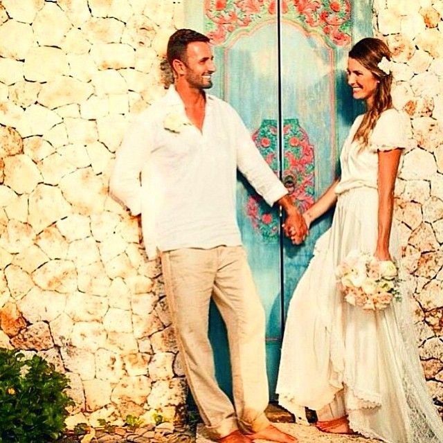 In love with the casual style of the bride and groom for a beach wedding.   www.mysweetengagement.com