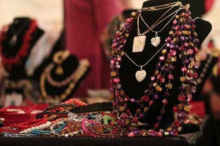 Crisu Biju la Black Friday Fair! 50 % REDUCERE LA TOATE BIJUTERIILE DE PE STAND! https://www.facebook.com/crisubiju…