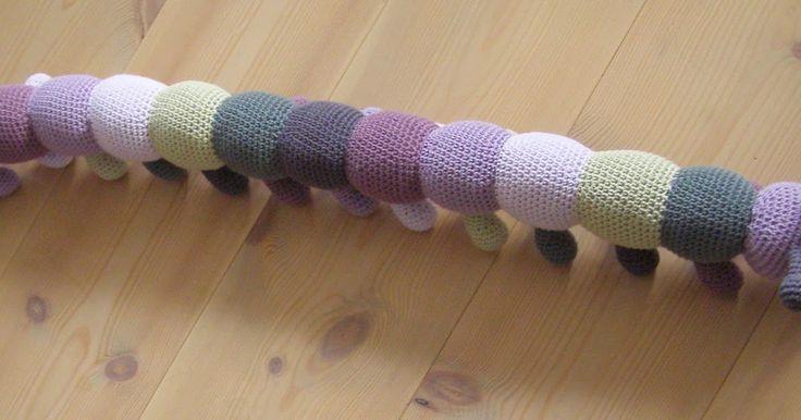 Tusindbenet der startede i restegarn , endte som en ommer og påbegyndt i nye farver der harmonerer med min farveskala er nu blevet...