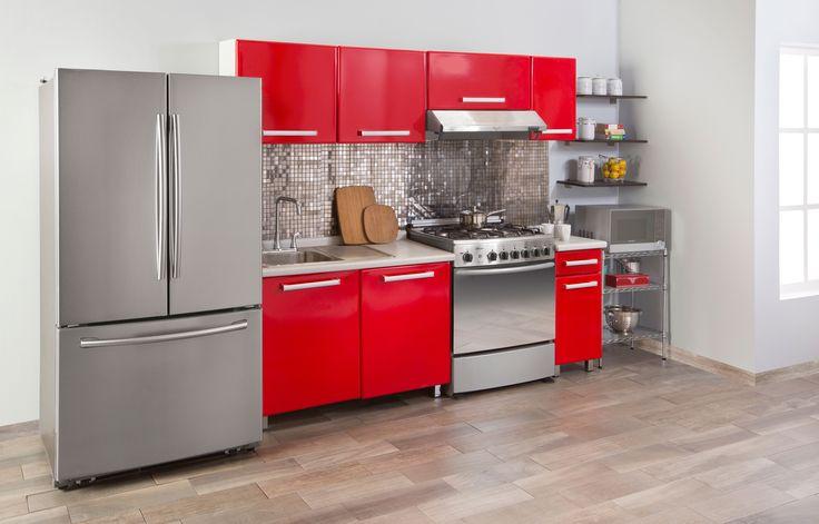 Acabados de acero y vibrantes colores llenarán tu cocina de energía y elegancia.