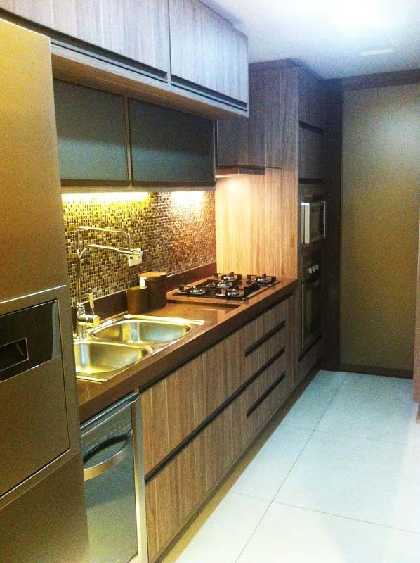 Cozinha de um apartamento, de 87 m². Projeto de Larissa Cesar Vinagre e Suellen Montenegro.