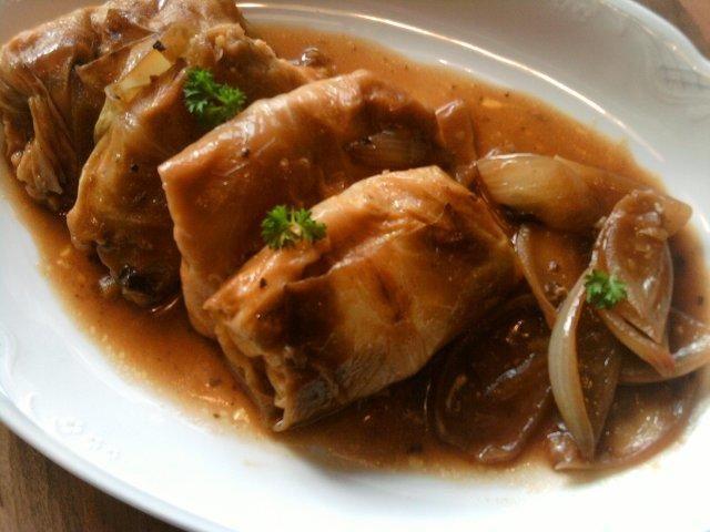 """Das perfekte Trappers """"Vegi-Kohl-Rouladen""""-Rezept mit Bild und einfacher Schritt-für-Schritt-Anleitung: Die Kartoffeln schälen und gar kochen. Mit dem…"""