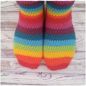 free crochet sock pattern  http://www.blog.oomanoot.com/rainbow-slipper-socks-tutorial-giveaway-3/