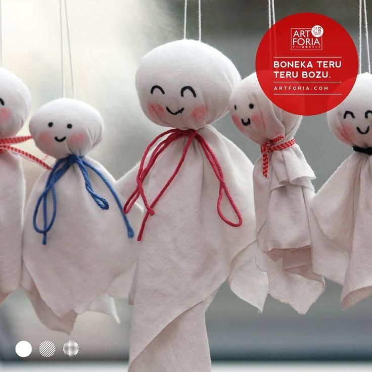 """18 Suka, 2 Komentar - ARTFORIA アートは僕のライブ (@art.foria) di Instagram: """"Teru teru bōzu ( 照る照る坊主、てるてる坊主) adalah boneka tradisional Jepang yang terbuat dari kertas atau kain…"""""""