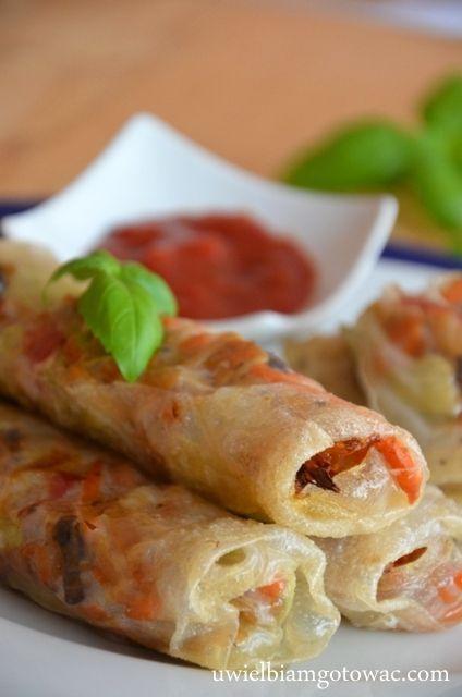 Sajgonki to rodzaj azjatyckich (wietnamskich)krokietów,w skład których wchodzi mięso i warzywa zawinięte w papier ryżowy. Oczywiście wersji są tysiące. Sajgonka może być z owocami morza jak też wege
