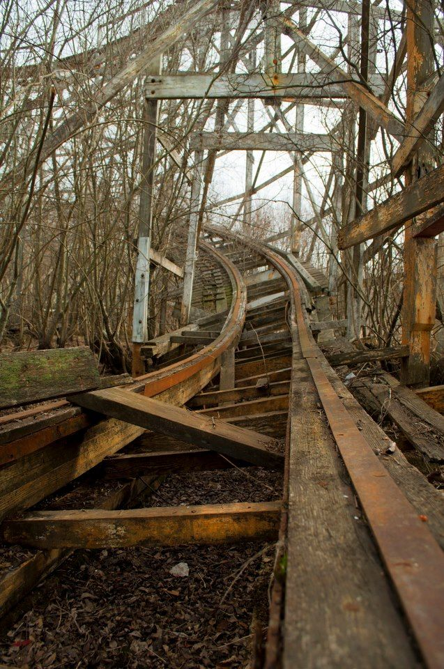 Abandoned amusement park in Dartmouth, Mass    Photography has been credited to Doug Breault on some sites. http://deliciousbrainstew.tumblr.com/