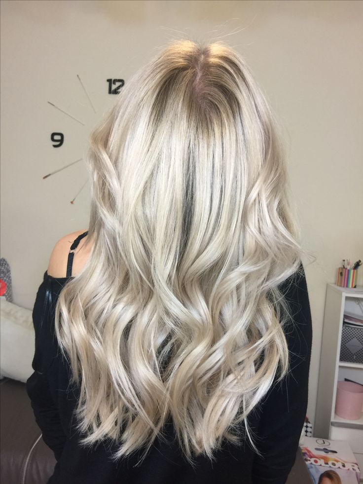 #blonde-hair #pureblond #platinumblonde #color-melt #balayage #wavy-hair #hollywoodlook #hair-color #jbeverlyhills #1concept #yourbeautymasters