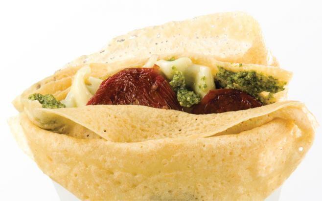 Crepe mozarella pesto y tomates secos - Crepes & Waffles