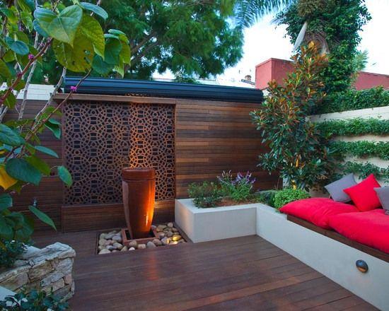 moderne terrasse gestaltungsideen wasserspiel japanisch sitzbank kissen