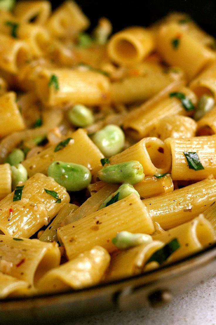 Rigatoni with Fava Beans and Pecorino | Recette | Haricots, Plats ...
