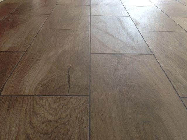Floor: Rky Mtn Dark Oak (#301889) 600 x 300mm Cushioned Edge