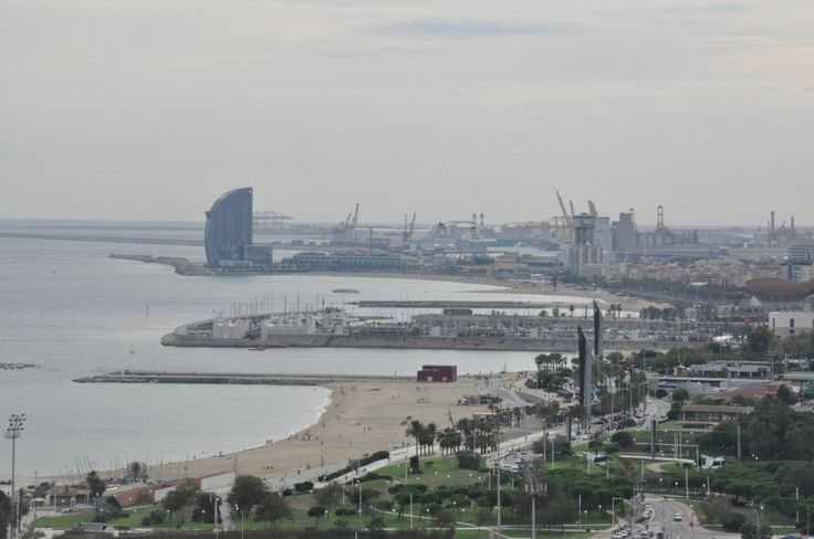Vista aérea de la playa de Barcelona desde Diagonal Mar