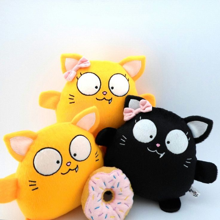 These Cats will bring you Luck all year! =^..^= 15% Off till Jun 30, 2017  www.guyuminos.etsy.com  Estos lindos gatitos te traerán suerte todo el año #yellow #birthday #christmas #gift #cat #plush #toy #plushies #cute #etsy #gattinigifts
