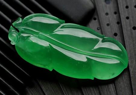 Carved jadeite leaf