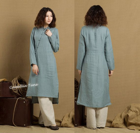 """long linen tunic with exquisite buttons romantic royal style. two pockets. handmade buttons. longsleeve, suitable for chilly days. made of washed linen. Size:You may pick a size from the standard sizes below.  •SIZE XS (US 0-2, UK 6-8, Italy 36-38, France 32-34)  bust: fits bust around 32.5""""-33.5"""" / 81-85 cm  waist: fits waist around 25""""-26"""" / 63.5-66 cm  hips: fits hips around 35""""-36"""" / 89-91 cm  •SIZE S (US 4-6, UK 10-12, Italy 40-42, France 36-38)  bust: fits bust around 34.5""""-35.5""""…"""