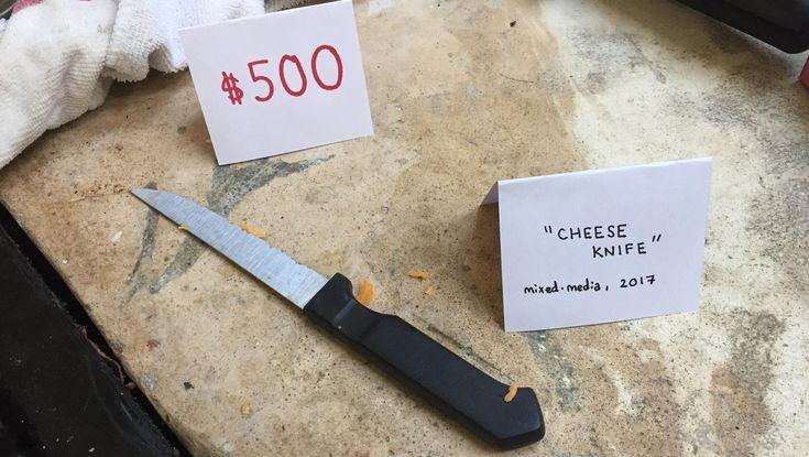 Ist das Kunst oder kann das weg? Kann eigentlich weg, macht nur niemand – und weil US-Comedian Justin Cousson den Müll seines Mitbewohners nicht mehr ertrug, baute er daraus kleine Kunstwerke.