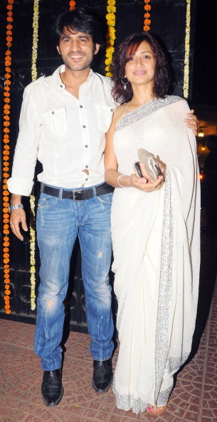 hiten tejwani with wife gauri pradhan at ekta kapoor's diwali bash 2010
