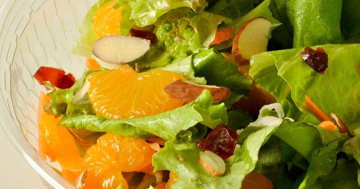 "1-Ensalada ""Arco Iris""     Ingredientes: (para 5 personas)     2 zanahorias     2 remolachas     2 manzanas verdes     4 cuchar..."
