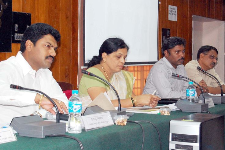 http://shimogainfo.net/index.php/component/content/article/24-news-a-events/686-2013-02-05-18-16-17.html    _ಶಿವಮೊಗ್ಗ ಇನ್ಫೋ - ಸುದ್ದಿ-ಮಾಹಿತಿ(www.shimogainfo.net)_   *ಅನಿಯಮಿತ ವಿದ್ಯುತ್ ಲೋಡ್ಶೆಡ್ಡಿಂಗ್: ಸಂಸದ ರಾಘವೇಂದ್ರ ಅಸಮಾಧಾನ*  Tuesday, 05 February 2013:      ಶಿವಮೊಗ್ಗ: ಕಳೆದ ಕೆಲ ವಾರಗಳಿಂದ ಜಿಲ್ಲೆಯಲ್ಲಿ ನಡೆಸಲಾಗುತ್ತಿರುವ ಅತಿಯಾದ ಅನಿಯಮಿತ ವಿದ್ಯುತ್ ಲೋಡ್ಶೆಡ್ಡಿಂಗ್ಗೆ ಲೋಕಸಭಾ ಸದಸ್ಯ ಬಿ.ವೈ.ರಾಘವೇಂದ್ರ ತೀವ್ರ ಆಕ್ರೋಶ ವ್ಯಕ್ತಪಡಿಸಿದ್ದು, ಮೆಸ್ಕಾಂ ಅಧಿಕಾರಿಗಳ ವಿರುದ್ಧ ಅಸಮಾಧಾನ ವ್ಯಕ್ತಪಡಿಸಿದ್ದಾರೆ...