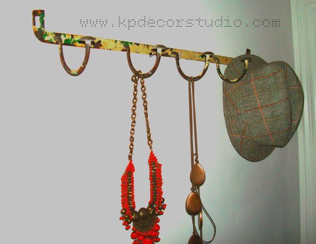 KP Tienda Vintage Online: Perchero en forja antiguo cinco colgadores ** Old wall metalic hanger (vintage clothes rank)