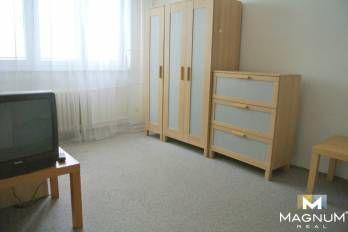 NA PREDAJ. Rezervovaný 1i byt v pôvodnom stave Nobelova ul Nové Mesto VIDEO